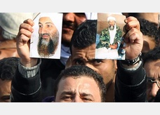 muslim brotherhood supporters carrying bin laden images in egypt