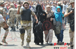 Egyptian Military Forces escotinga and protecting brotherhood women and children to their way out of the Alfath mosque 16 august 2013