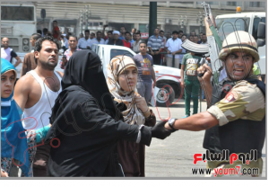Egyptian Military protecting brotherhood women and kids from the crouds outside Alfath Mosque