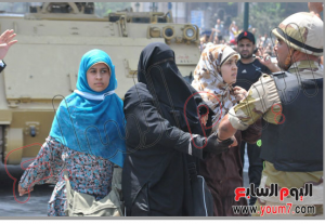 Egyptian military released brotherhood women and children held by brotherhood inside Alfath mosque 17 august 2013
