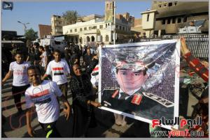 Egyptian celebrate the arrest of Muslim Brotherhood Terrorists off kirdassa area