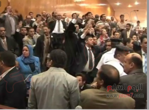 Brotherhood supporters tried to attack reporters in Morsi trial 4 Nov 2013 (1)