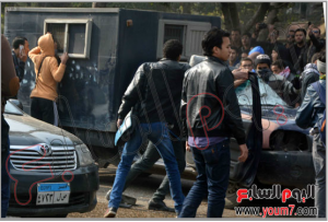 Muslim Brothers student tried to release prisoners from a police vehicle in Cairo
