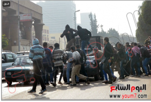 Muslim Brothers students damaged police car and burned it in Cairo